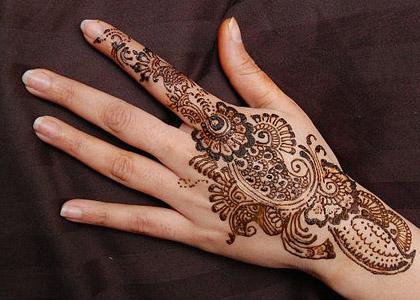 http://urdumag.files.wordpress.com/2011/04/mehndi_design_arabic_tattoos_34.jpg?w=480